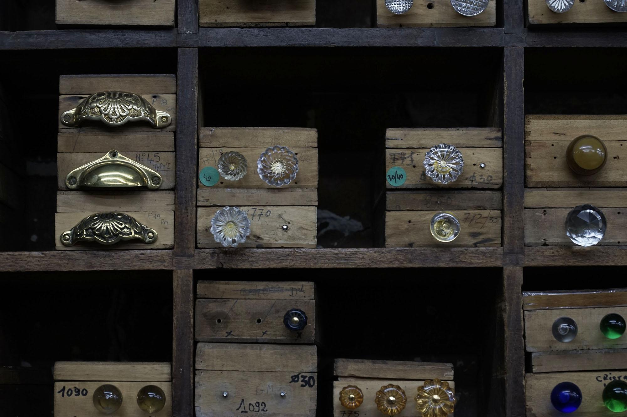 quincaillerie leclercq l 39 ame du faubourg saint antoine urbantyper. Black Bedroom Furniture Sets. Home Design Ideas